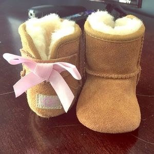 Infant baby uggs jesse bow II booties NWOB
